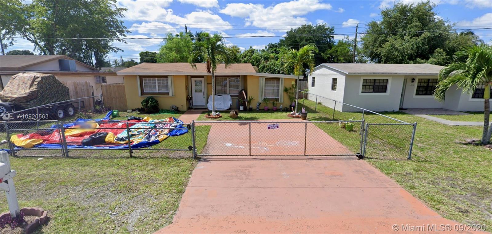 6320  Dewey St  For Sale A10920563, FL