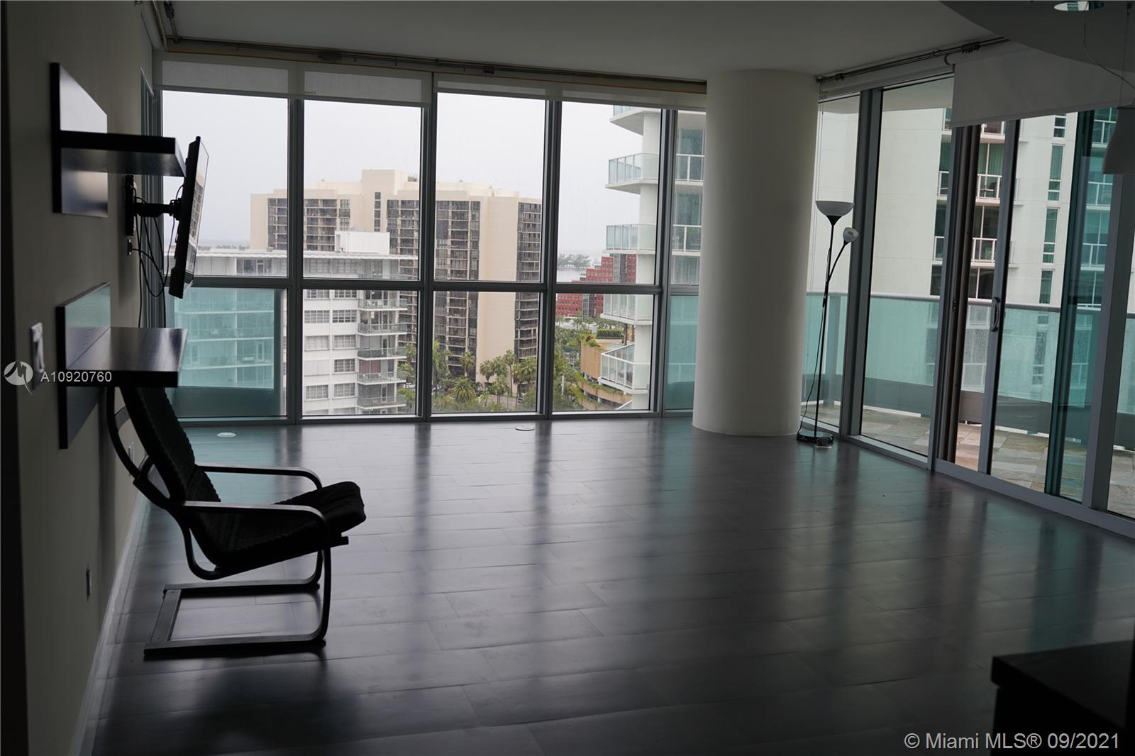Right in the heart of downtown Miami this move-in ready with panoramic views, over Biscayne Bay, Key Biscayne, Miami Beach, Atlantic Ocean & Miami. Beautiful stone floors throughout & wood floors in all bedrooms, open living & dining areas, family room & sleek gourmet kitche. Amazing bathroom w/exquisite marble floors/walls & Jacuzzi spa tub. Jade Brickell 5-star amenities include 24HR concierge, guest valet, health spa, gym, Resident Club Room, waterfront pool, party room & much more. This unit is truly a must see.  UNIT IS TENANT OCCUPIED, APPOINTMENTS ARE REQUIRED 48 HRS PRIOR.