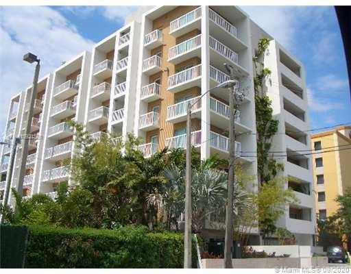 Best Line In Bldg (07). High floor corner unit in modern Architecture Bldg (2006) by Award winning Architect Chad Oppenheim. Large 1/1 W DEN (which converts to 2nd bedroom) in Coconut Grove, directly accessible to MetroRail, restaurants, and nightlife. Large balcony w Rooftop pool, and gym. 