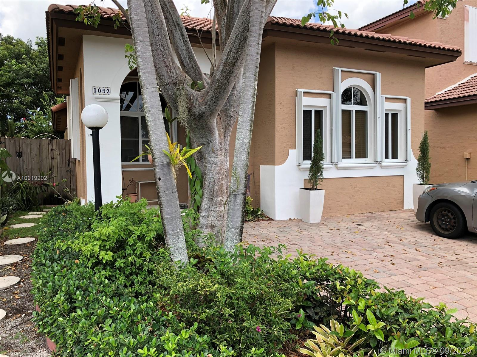 1052 NE 41st Ave  For Sale A10919202, FL