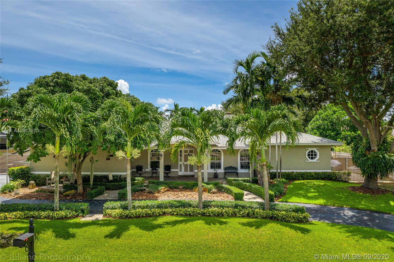 7700 SW 180th Ter  For Sale A10917673, FL