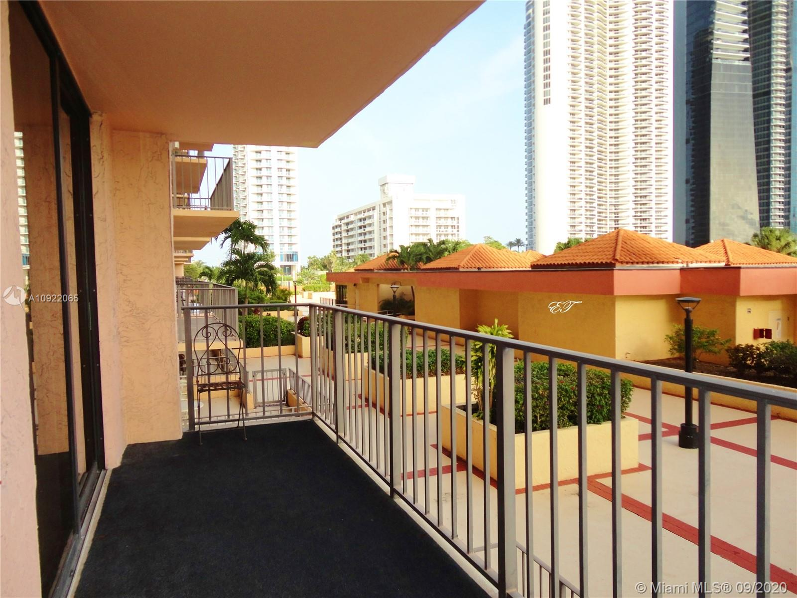 210  174th St #407 For Sale A10922065, FL