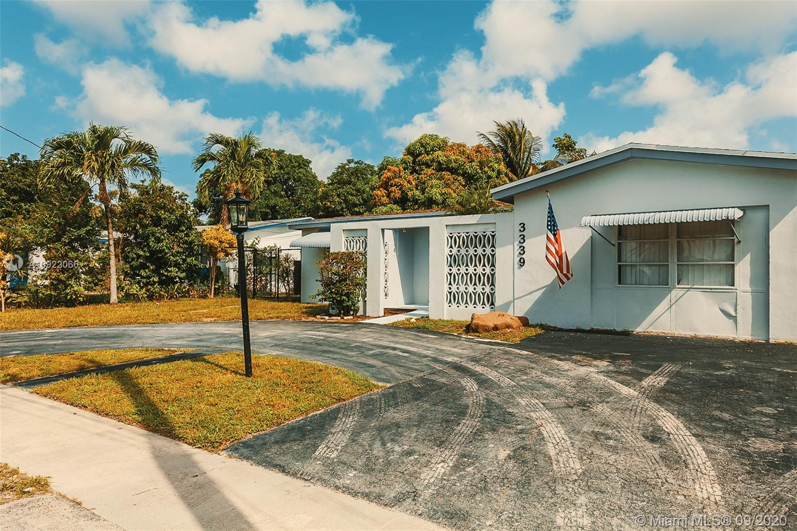 Move in ready pool home with 3 bed, 2.5 baths. Property has a beautiful kitchen with gorgeous granite counter tops & stainless-steel appliances, Tile Throughout, Excellent Condition, Pool, Canal view.