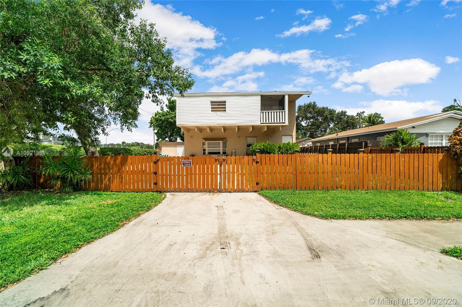 6213  Hayes St  For Sale A10921869, FL