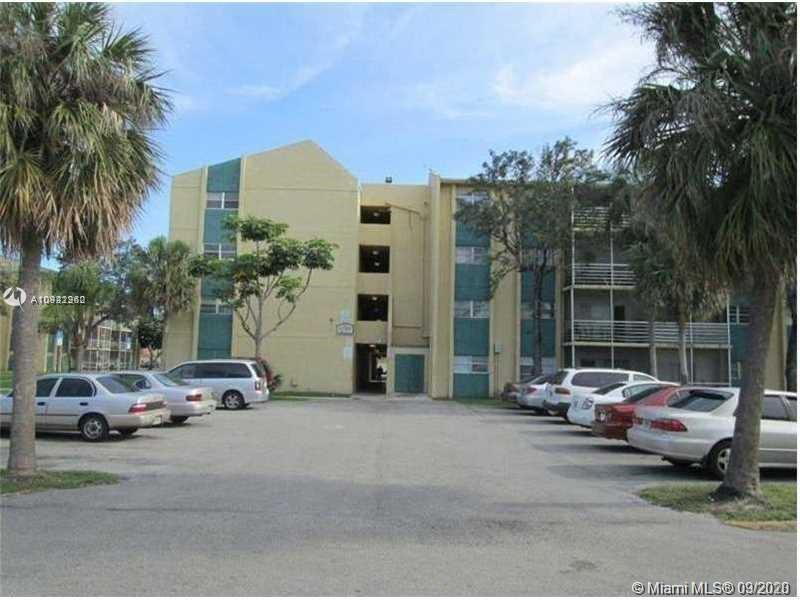 Spacious 2 Bedrooms and 2 Bathrooms apartment in central location. Updated kitchen, open living and dining area, title floors, screened balcony. Laundry on site. Close proximity to shops, schools, restaurants, parks and public transportation. Additional parking available. Great investment opportunity!