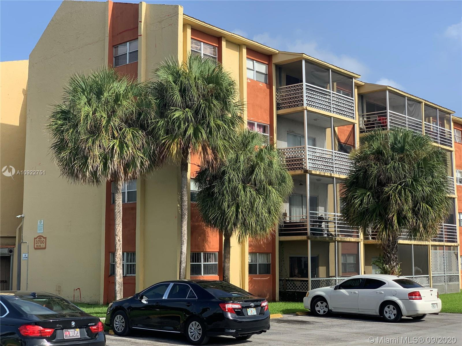 Perfect one bedroom one bathroom second floor condo for an investor. Unit is currently vacant and rents average for about $1000/month. No age or rental restrictions. Condo has a special assessment of $82.50 for the next 6 years, pay off could be negotiable at closing. Motivated seller