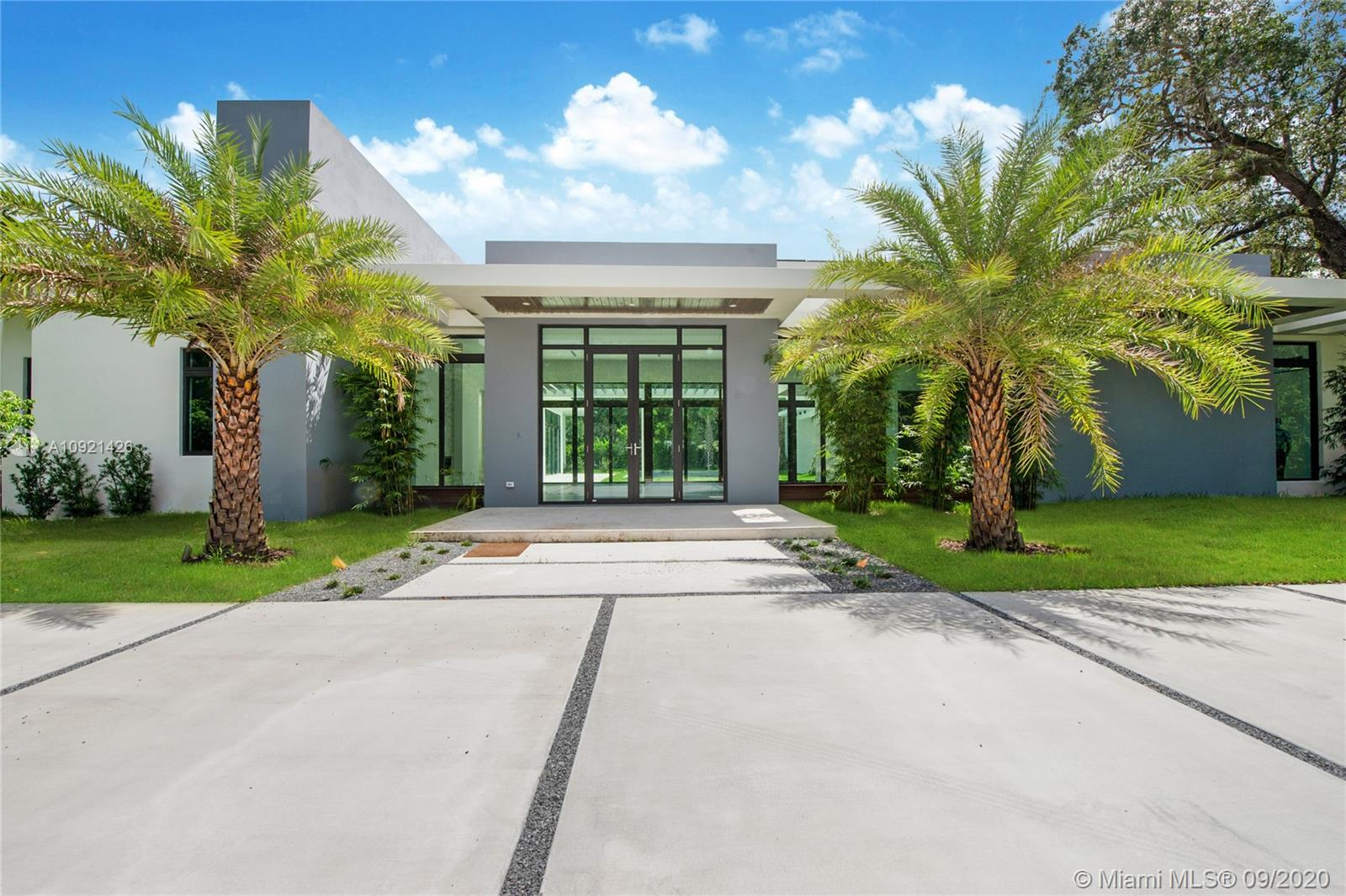 8945 SW 100th St  For Sale A10921426, FL