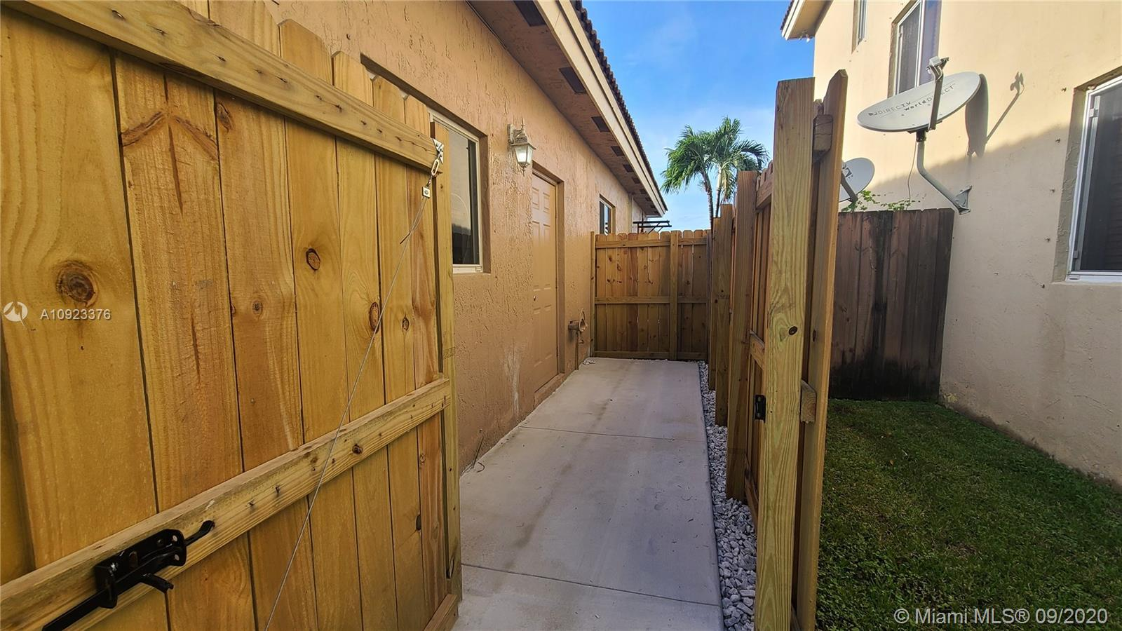 15801 SW 138th Ter #Rear For Sale A10923376, FL