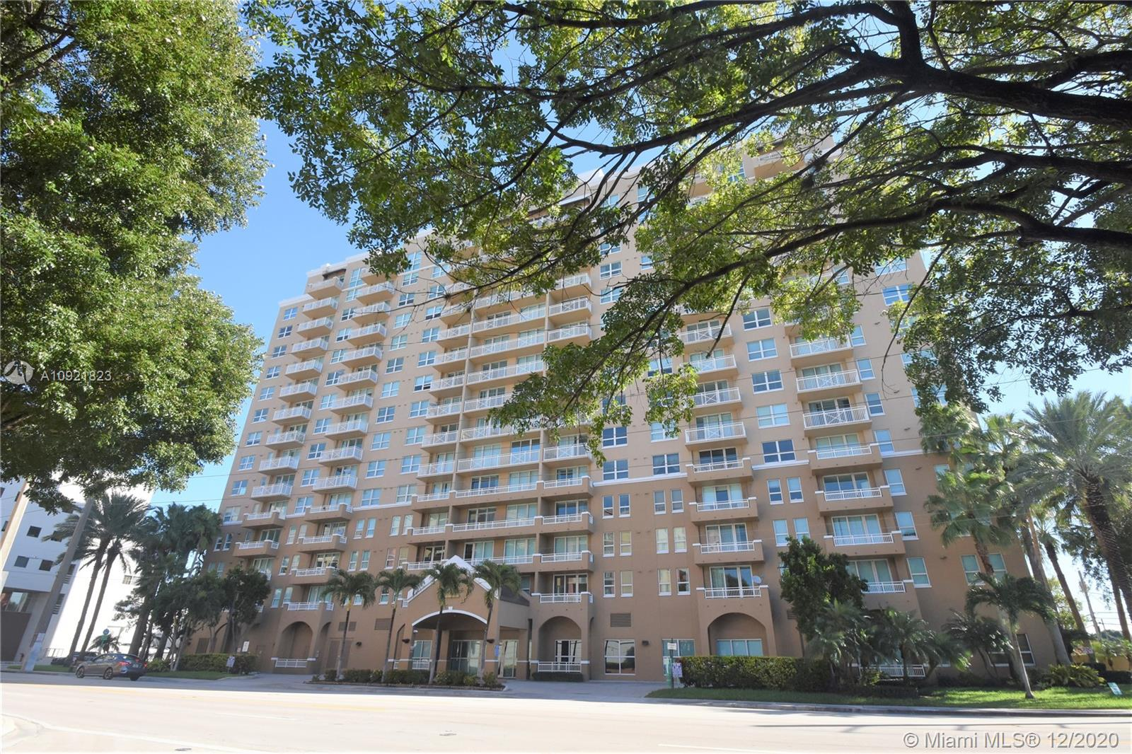 Great condominium unit in a desirable building and location! Spacious corner 2/2 unit, light and bright, has new marble floors throughout, two balconies, 2 parking spaces. Open kitchen with granite countertops. Full size washer and dryer inside the unit. The building is conveniently located on Douglas Road (37th Ave.) facing Coral Gables and in close proximity to all that Downtown Coral Gables has to offer -- formal and informal restaurants, bars, theatres, galleries, banks, hospitals, public transportation, the Metrorail, and so much more. Da Vinci on Douglas has a relaxing pool, an awesome fitness center, sauna, a conference room/social room and more!  Management on site weekdays; great reserves.  Pets ok.  This is a great opportunity at an affordable price.
