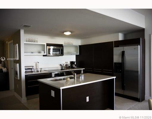 Large unit , great layout and one of the best view in the building. Featuring porcelain floors, stainless steel appliances and full amenities in the building, Spa,Gym, 24 hrs concierge front desk