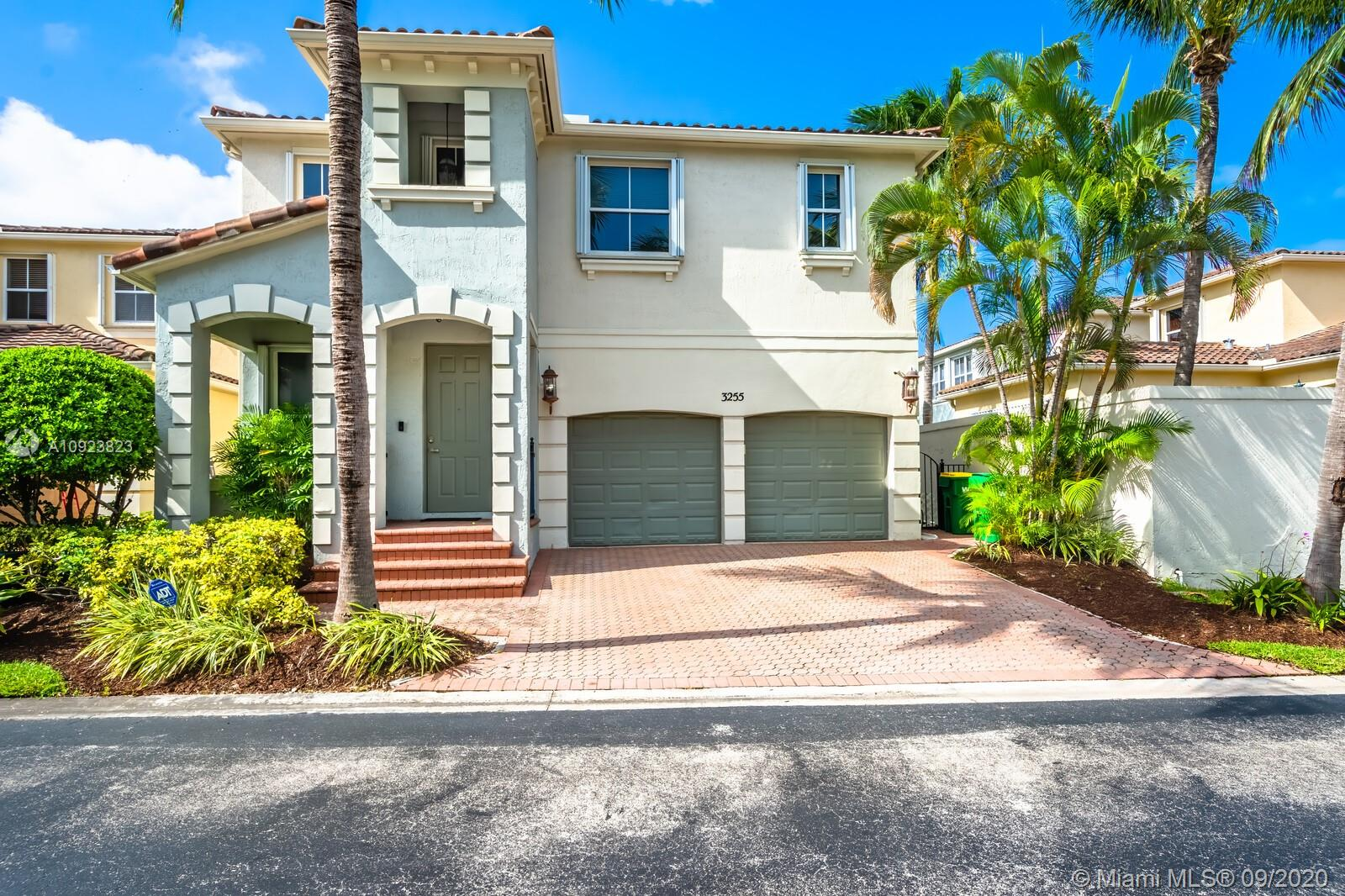 3255 NE 211th Ter  For Sale A10923823, FL