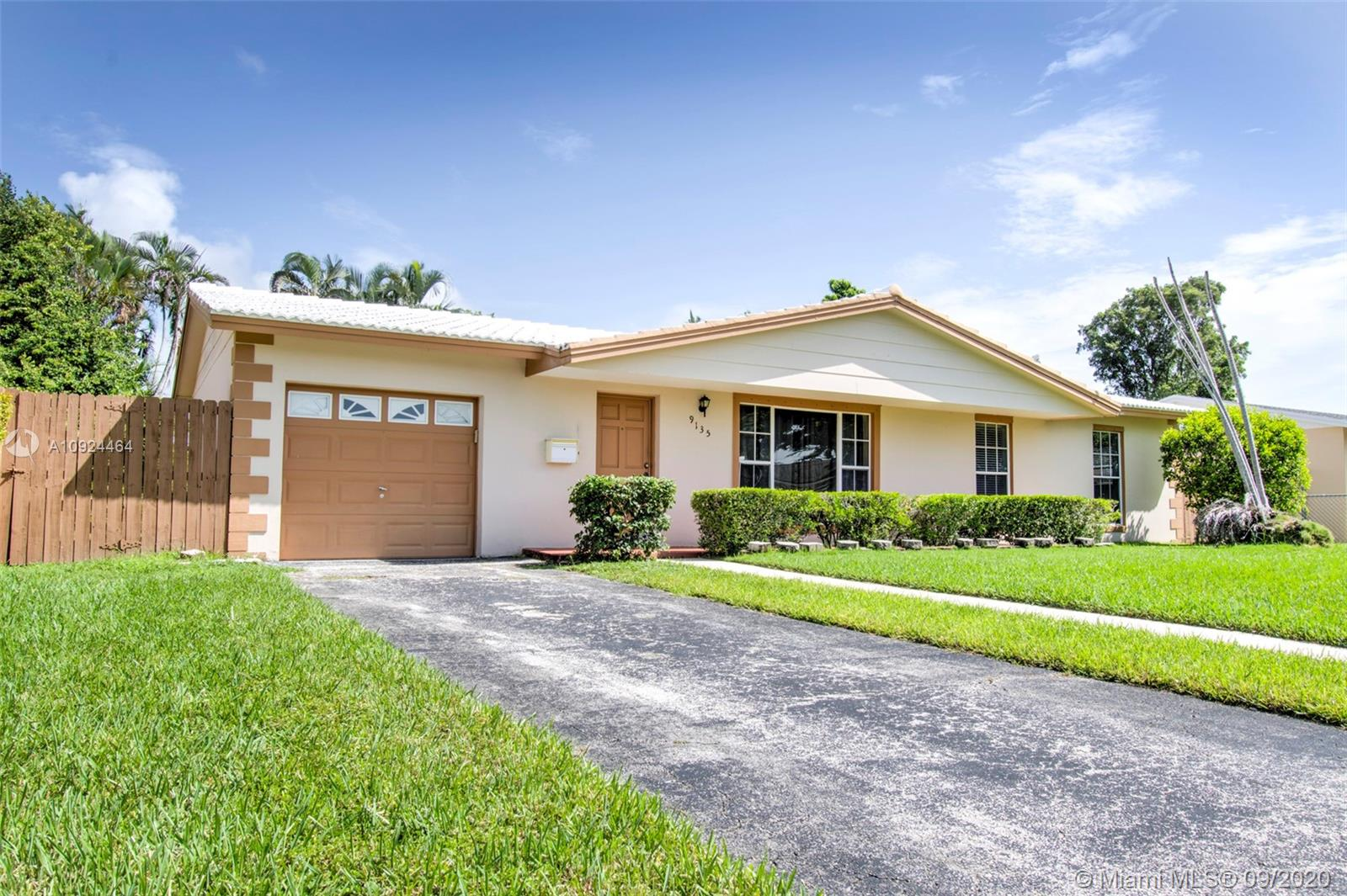 9135 SW 182nd St  For Sale A10924464, FL