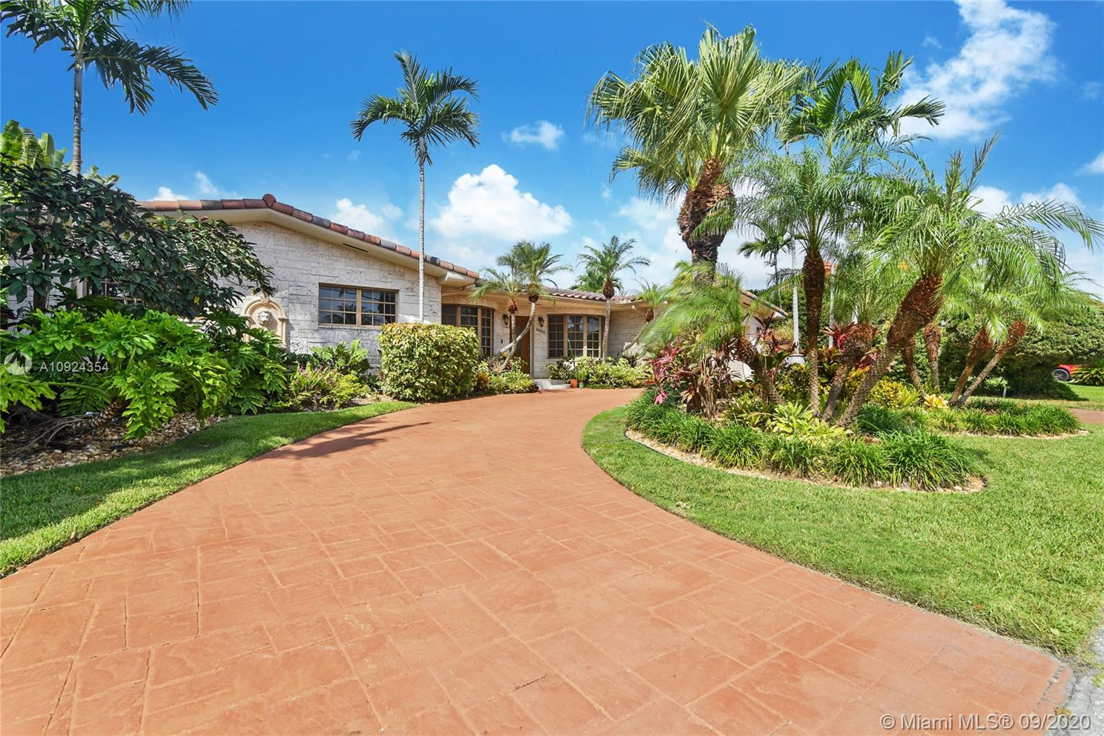 16414 NE 33rd Ave  For Sale A10924354, FL