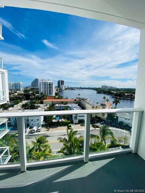 Spectacular 2 bedroom 2 bath plus den brand new fully furnished signature Steven G with South facing view of Bahia Mar intracoastal and Las Olas Isles. Available for short term rental at season rate or annual.