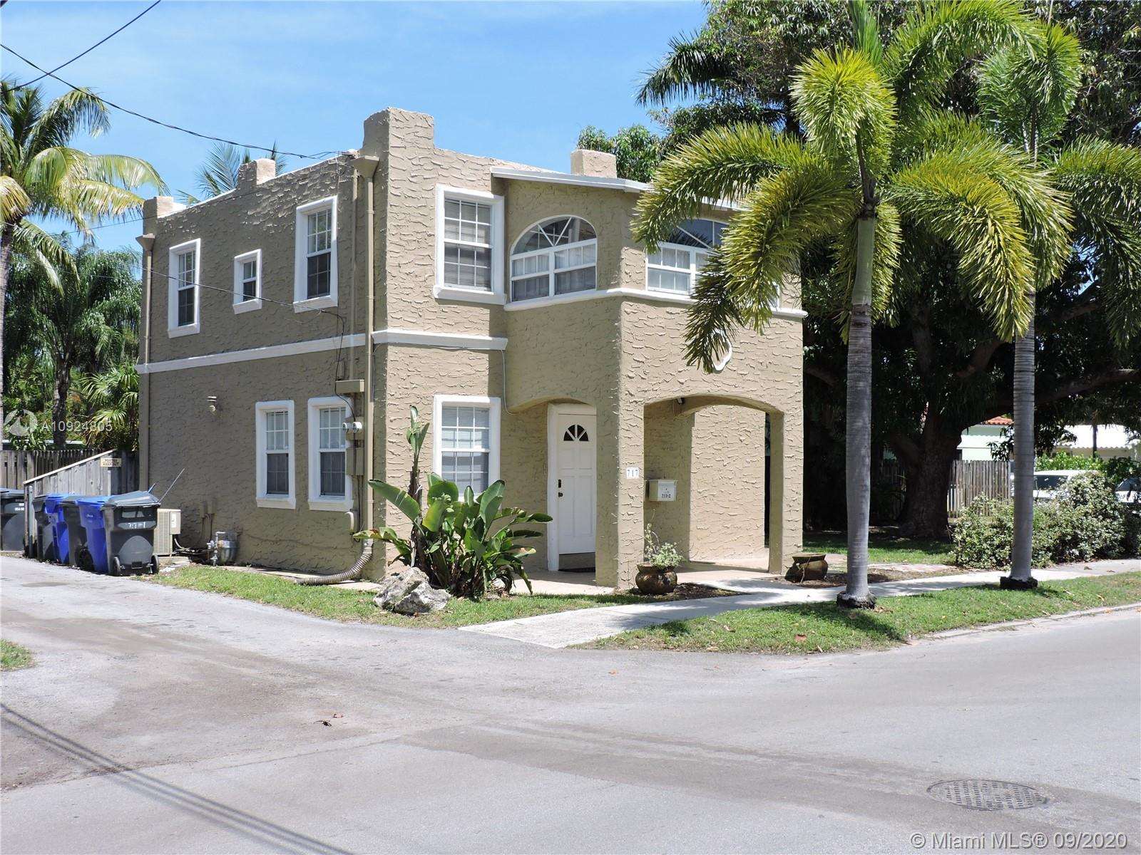 717 S 16th Ave  For Sale A10924805, FL