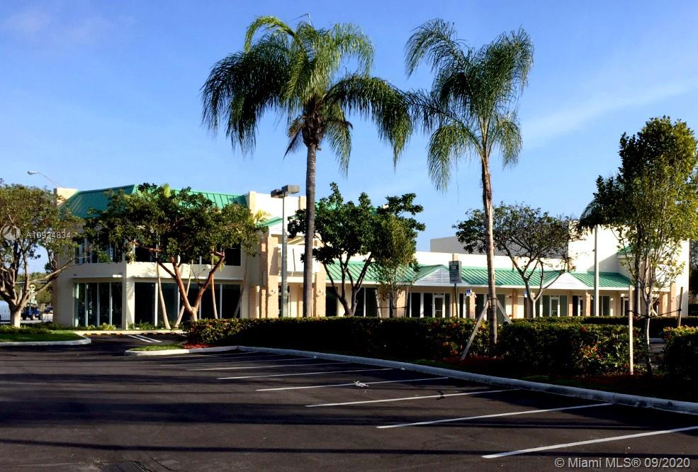 Property Features • 1,623 and 2,500 SF units available • + 32,000 SF shopping center • Excellent US1 location between Dadeland and The Falls Mall in the heart of Pinecrest, Florida • Pylon signage available