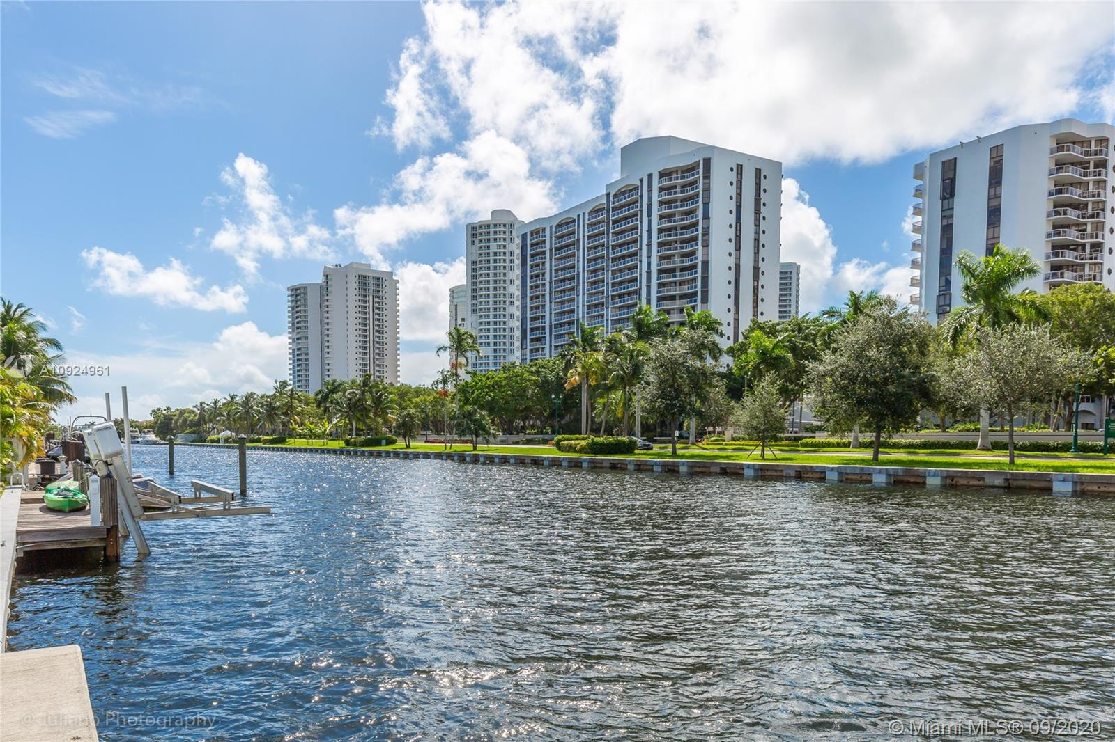 437  Holiday Dr  For Sale A10924961, FL