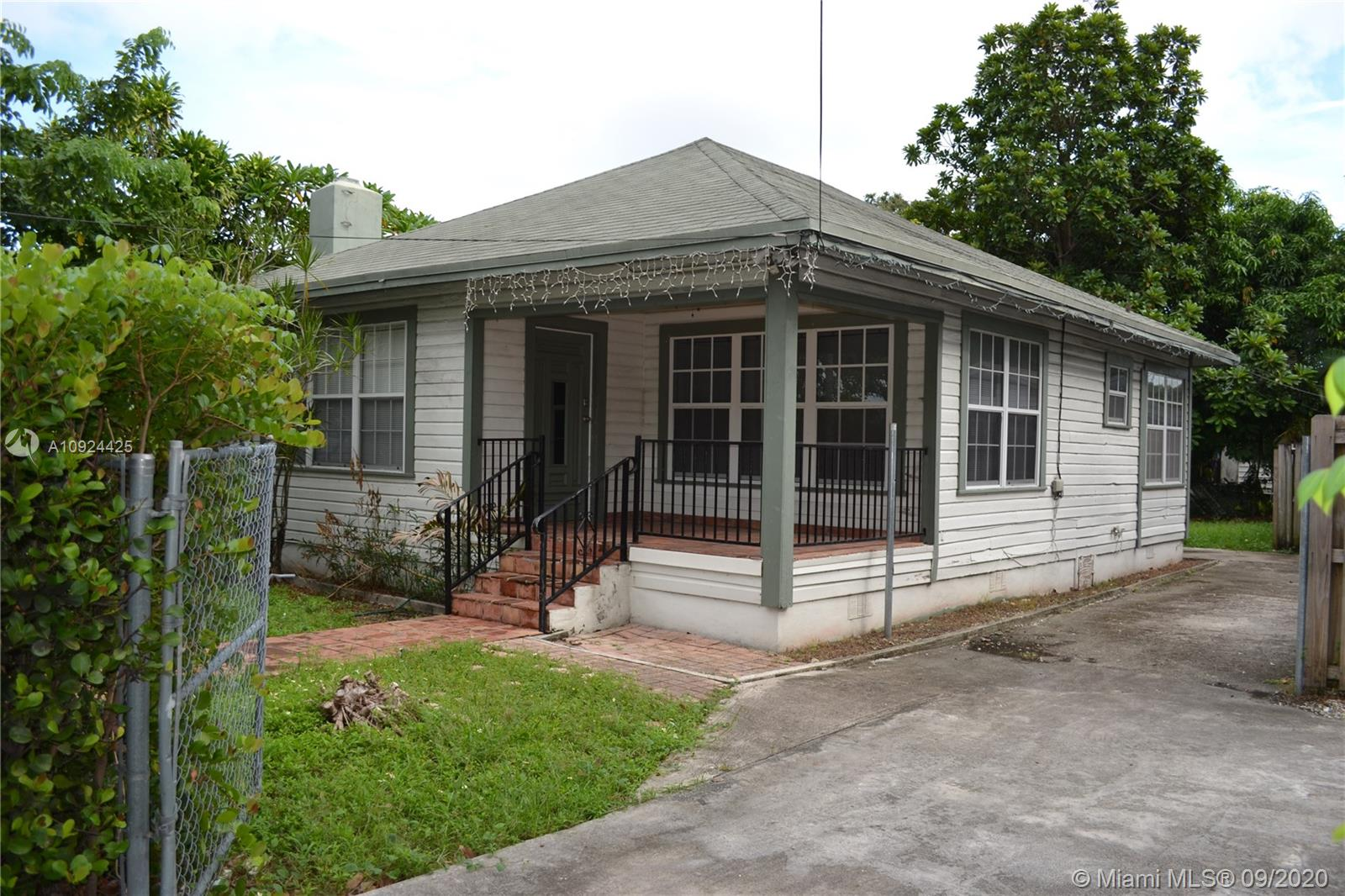 4174 SW 9th St #4174 For Sale A10924425, FL