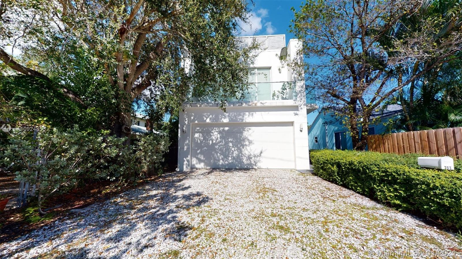 Amazing custom built home in the beautiful Tarpon River neighborhood conveniently located just south of downtown and Las Olas Blvd.  Great layout with 5 bedrooms and 3.5 baths primary bedroom suite and living area on the second floor all additional bedrooms on 1st floor.  The fabulous rooftop terrace has downtown skyline views providing lots of extra space for entertaining.  The living and kitchen areas have soaring ceilings and are flooded with natural light.  The chef's kitchen was built for entertaining boasting double wall ovens, dual dishwashers, gas cooktop, abundant Italian style cabinetry,  and two center islands.  Polished concrete floors and impact and doors windows throughout. Oversized double bay garage with large additional storage closet.