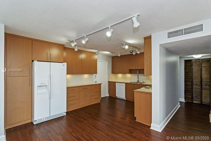 2 Bedroom 2 bath remodeled throughout, open floor plan, laminated floor, impact windows, large balcony and assign parking space, plenty of closet space. Community pool. Centrally located close to metrorail. easy to show