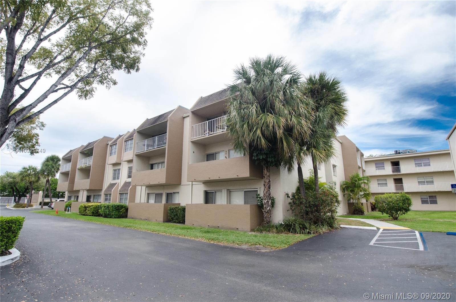 7705 SW 86th St #B-214 For Sale A10925749, FL