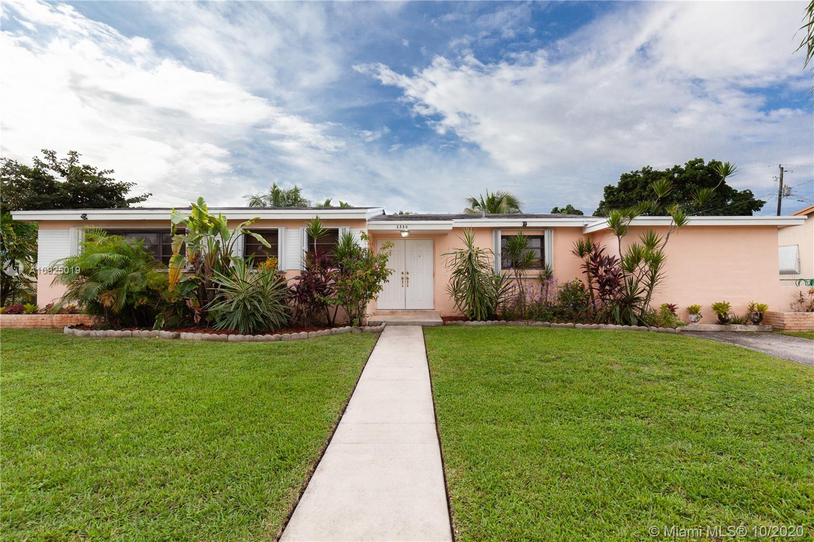 2550 NE 207th Ter  For Sale A10925019, FL