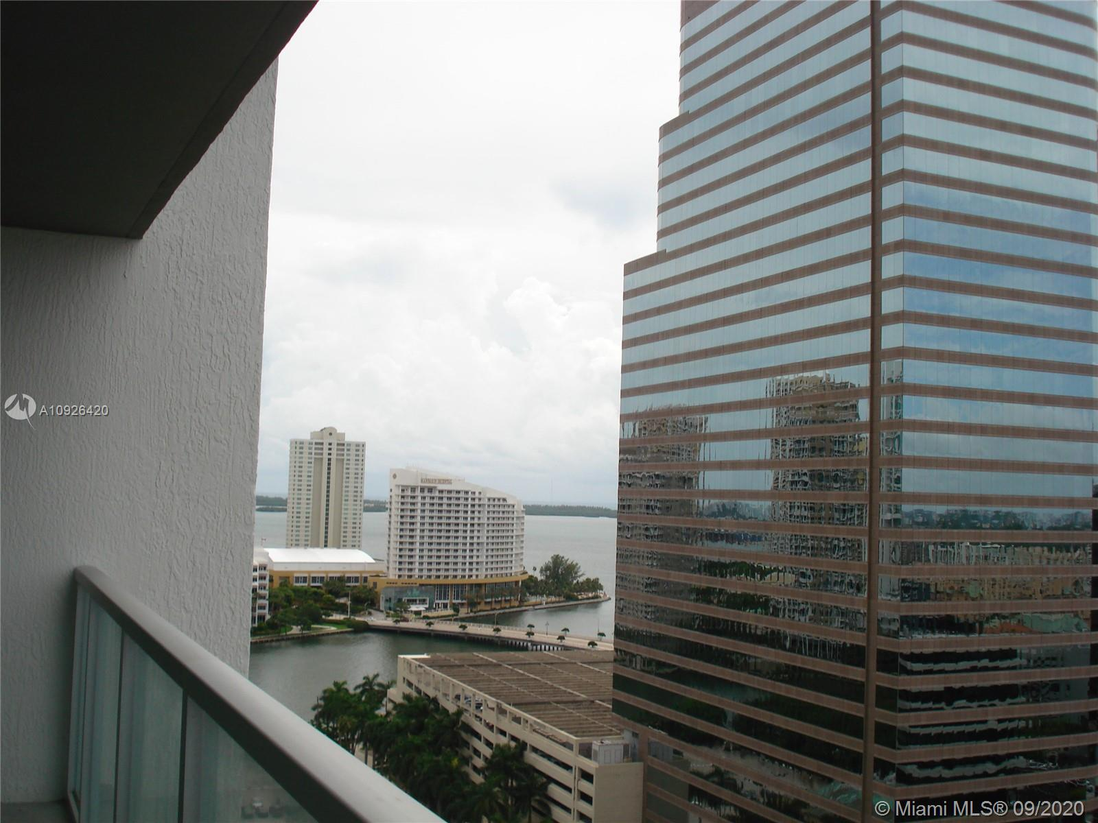 GREAT 1/1 UNIT LOCATED ON THE 20TH FLOOR OF 500 BRICKELL CONDOMINIUM WITHIN WALKING DISTANCE TO BRICKELL CITY CENTRE, BRICKELL VILLAGE, BRICKELL FINANCIAL DISTRICT, RESTAURANTS.  BUILDING HAS ALL AMENITIES, INFINITY POOL, GYM, PARTY ROOM ON THE 11TH FLOOR. ALSO THERE IS ANOTHER TOP POOL LOCATED ON THIS TOWER WITH GREAT VIEWS. VALET PARKING & CONCIERGE ON THE BLDG
