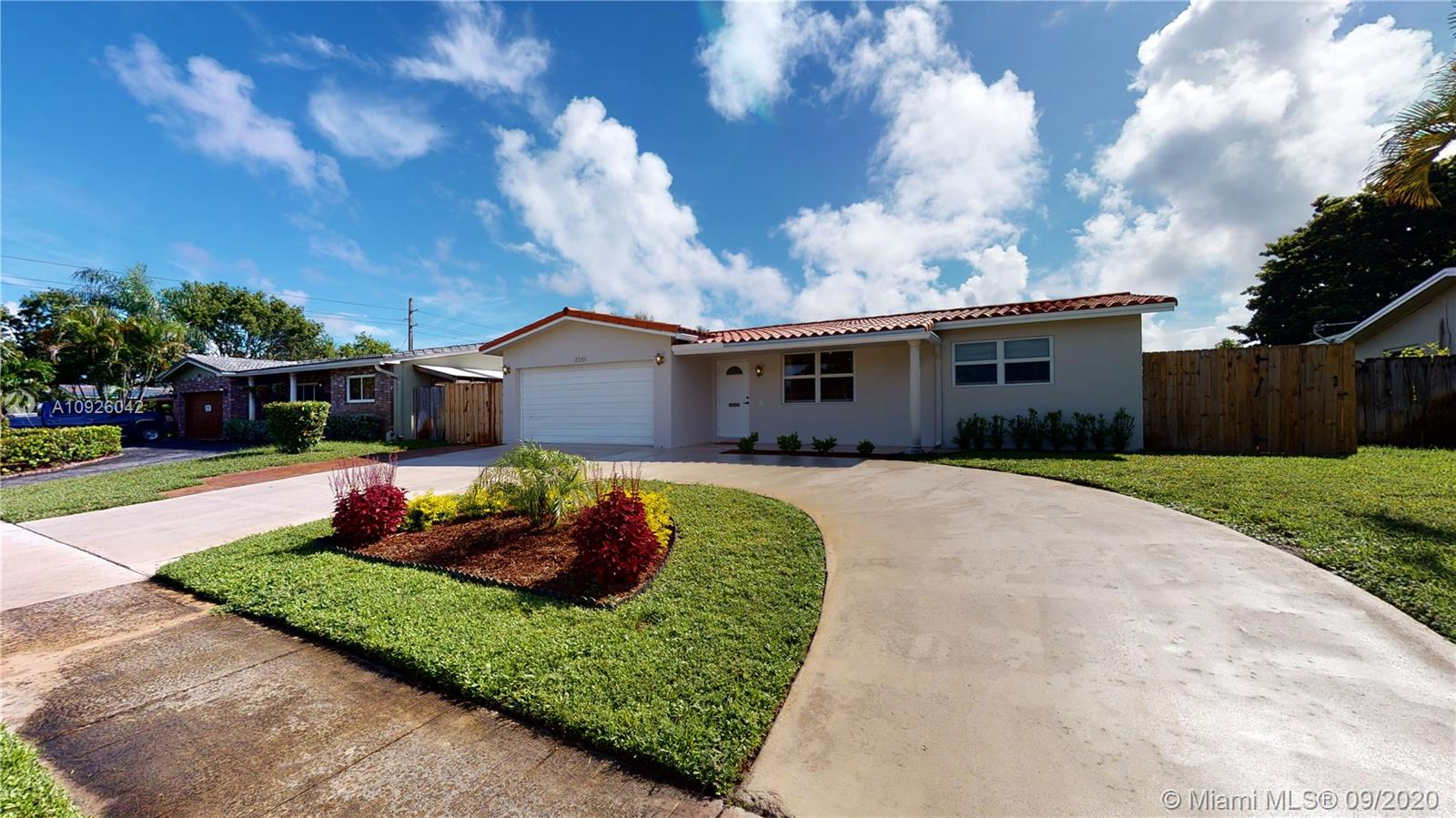 2201 N 52nd Ave  For Sale A10926042, FL