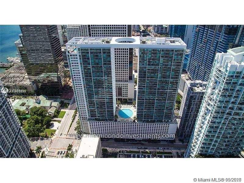 1 Bedroom, 1 Bath with a gorgeous city view. Wood Floors throughout, stainless steel appliances, 24/7 concierge/security service with key activated elevated elevators, 42nd floor roof top heated pool, fitness center, sauna, formal clubroom & theater room. Excellent location in Brickell, close to groceries,shopping, dinning and nigtlife.