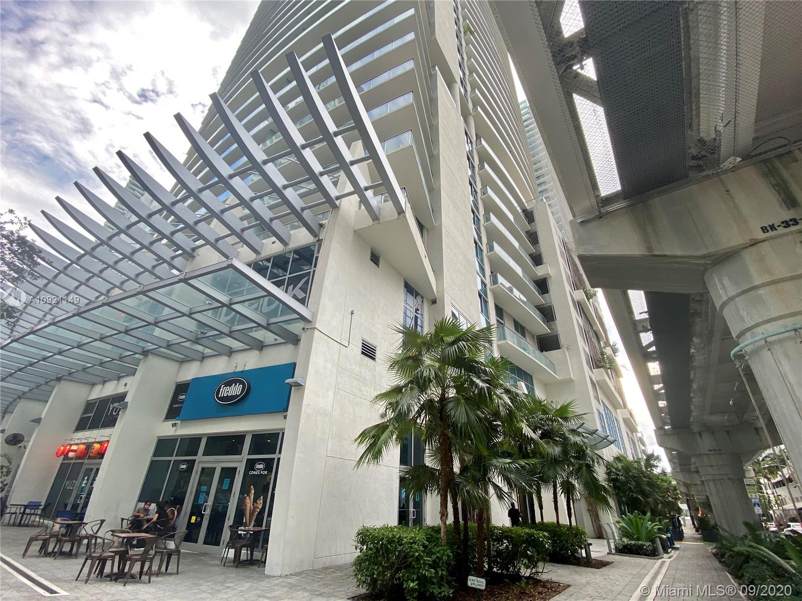 Great 2 bed 2 bath corner  unit in a new building, washer and dryer in the unit, assigned parking space.   Enjoy the wonderful Brickell area, best  location,  walking distance to all the entertainment. Amazing large balcony!! Amenities include a roof top pool, fitness center, movie theater, kids playroom.