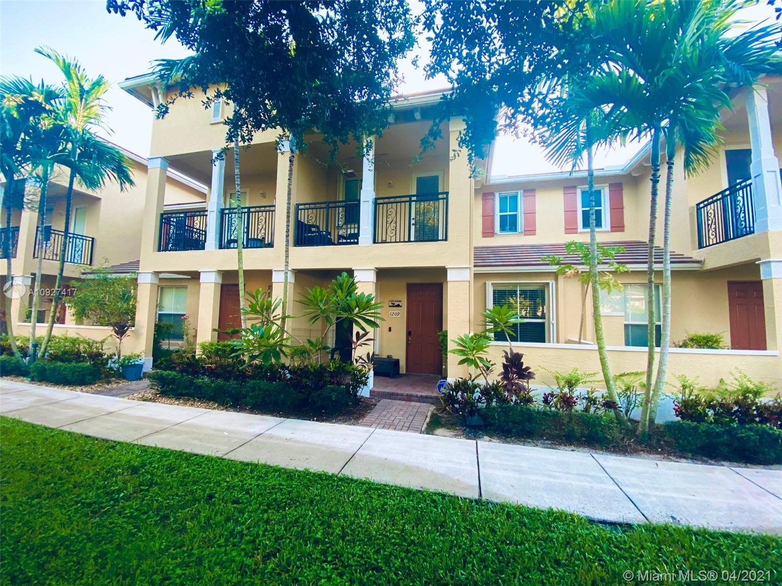 Beautiful Updated townhouse for sale in Paloma Lakes.Unit is featuring big open kitchen with quartz counter top, black stainless steel appliances,tile flooring .Unit has accordion shutters.Build in closets , walk in closets,updated bathroom.A/C 3 years old, washer dryer newer.