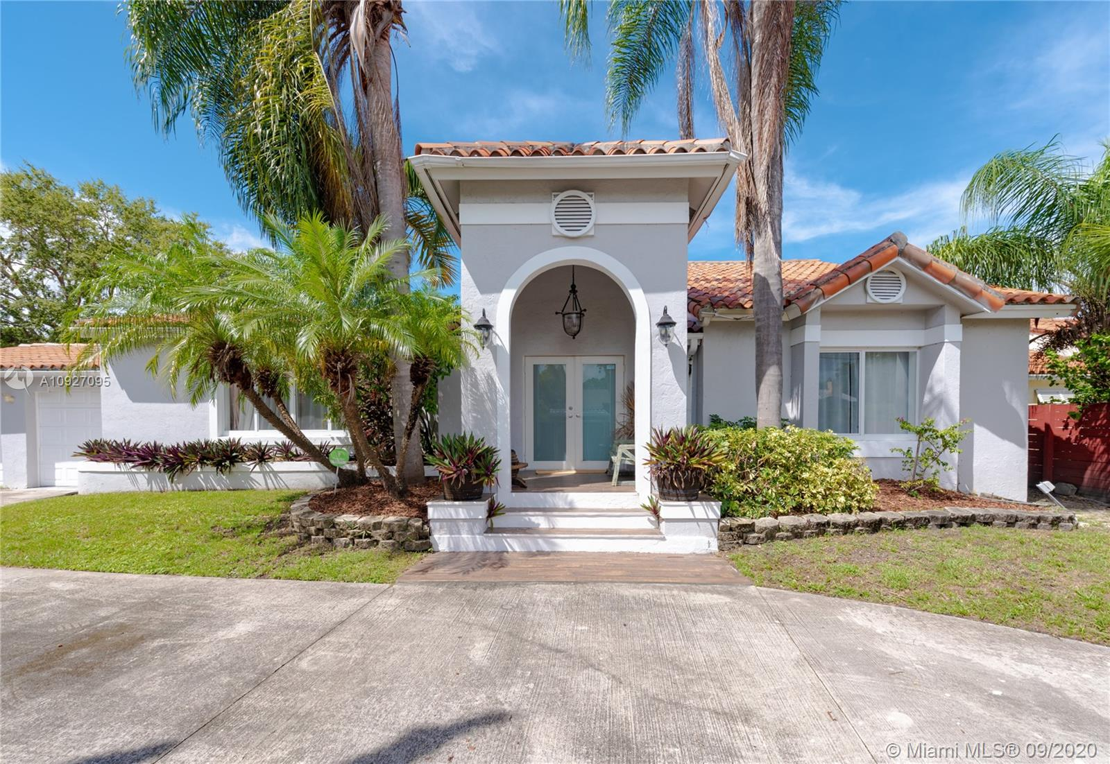 1809 SW 23rd Ter  For Sale A10927095, FL