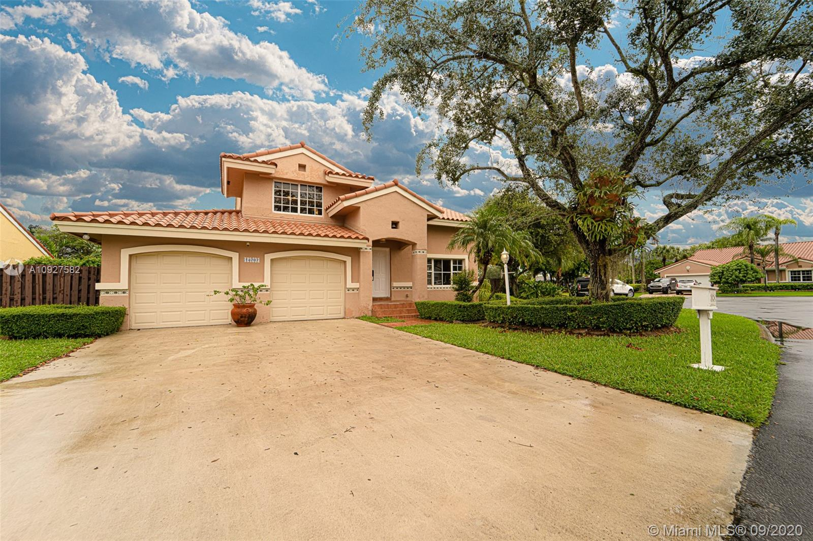 14707 SW 42nd Way  For Sale A10927582, FL