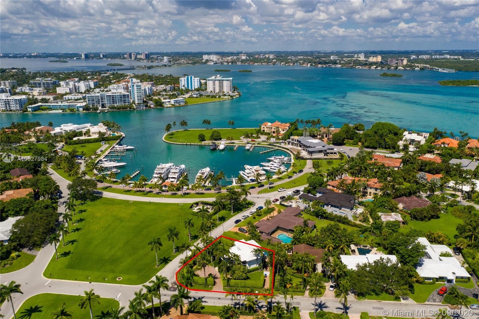 101  Harbour Way  For Sale A10927984, FL