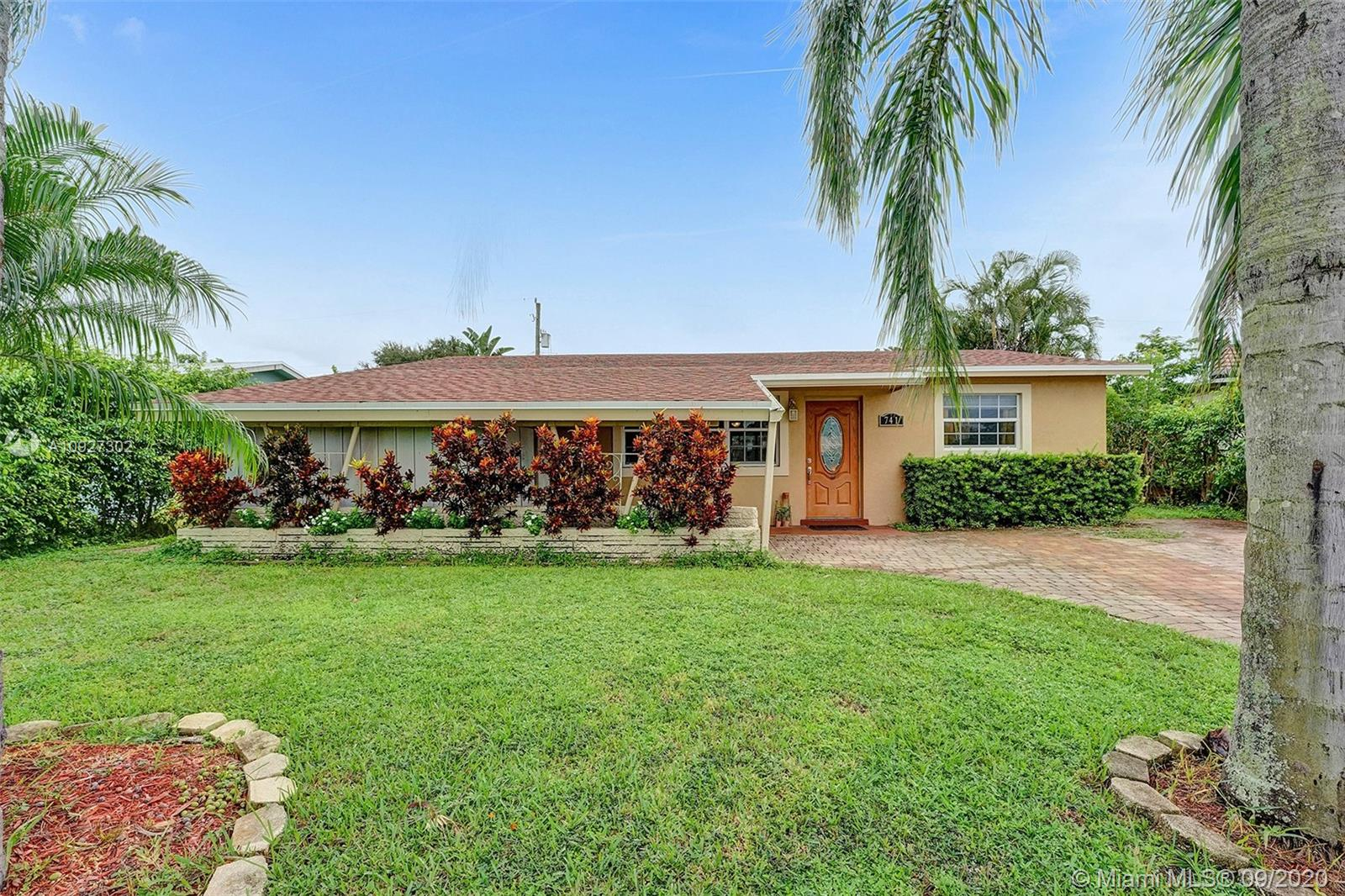741 N 72nd Ter  For Sale A10927302, FL