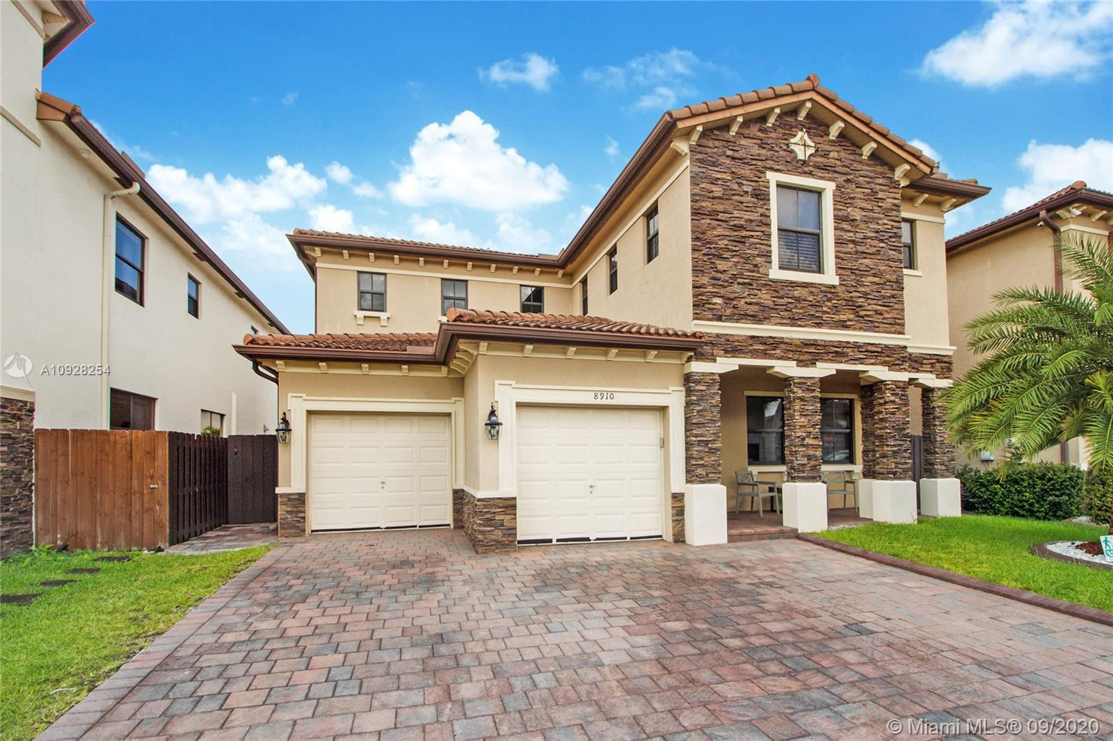 8910 NW 99th Ave  For Sale A10928254, FL