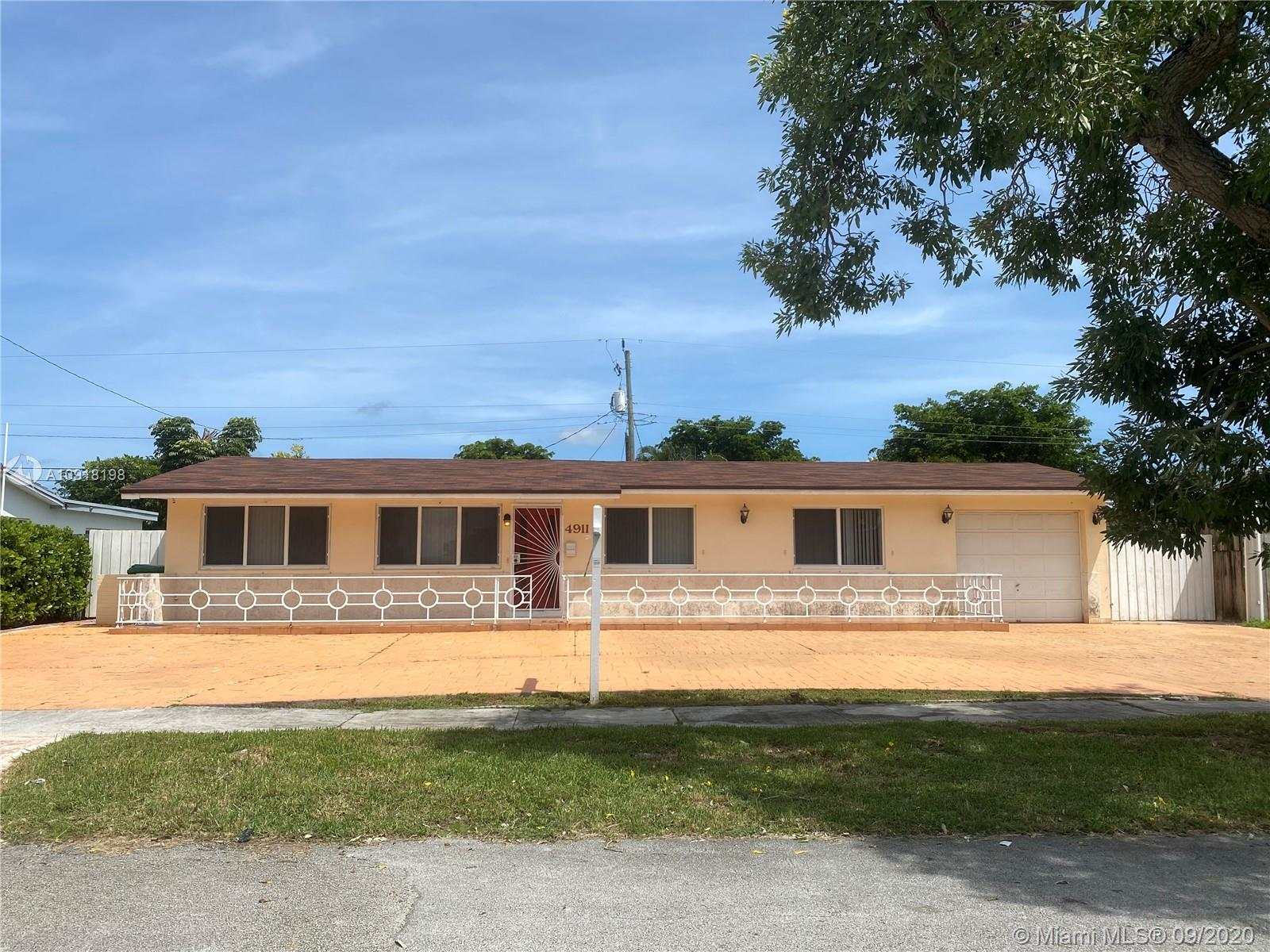 3 bed 2 bath RENTAL in the heart of Miami. Clean and spacious. Large circular driveway. Very large living room and family room with separate dining room. Fully tiled, very bright. No pool. Fully paved backyard. Garage and ample side parking. NO HOA. Room for Boat, RV.