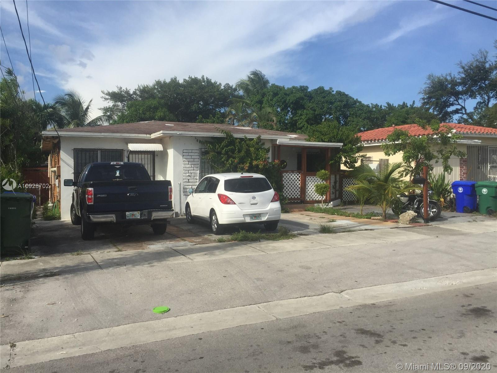 GREAT INVESTMENT OPPORTUNITY !!! LEGAL DUPLEX ON A MULTIFAMILY LAND. IT HAS 2 BEDROOMS /1 BATH, 1 BEDROOM /1 BATH AND AN EFFICIENCY. PRIME LOCATION. CERAMIC TILES, BIG PATIO.