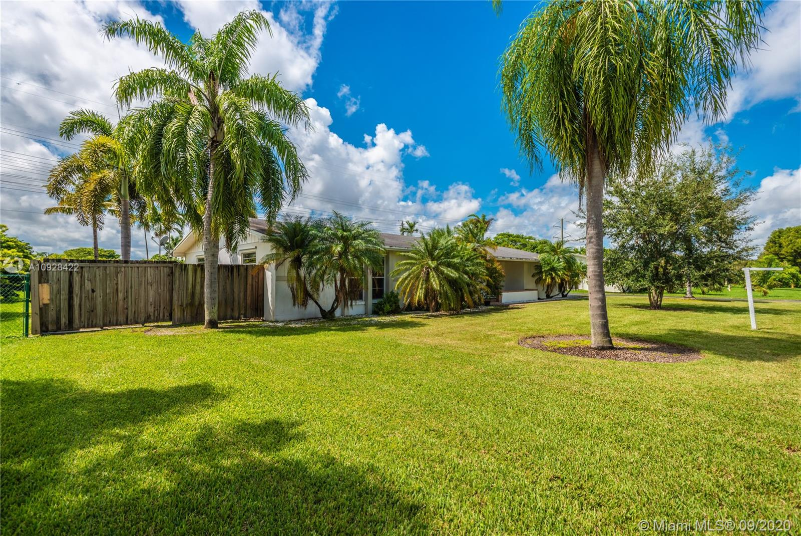 11924 SW 99th Ave  For Sale A10928422, FL