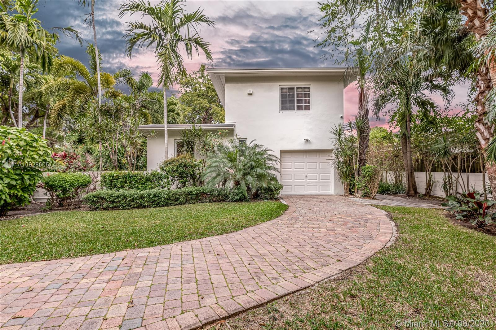 40 SW 31st Rd  For Sale A10928605, FL
