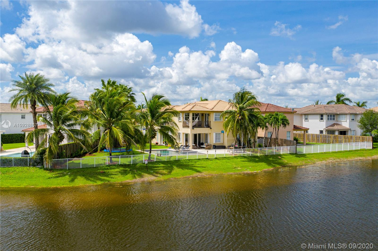 11521 NW 86th St  For Sale A10928857, FL