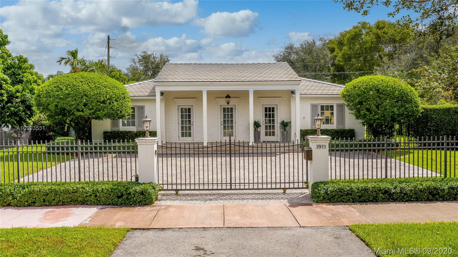 3911  Riviera Dr  For Sale A10923531, FL