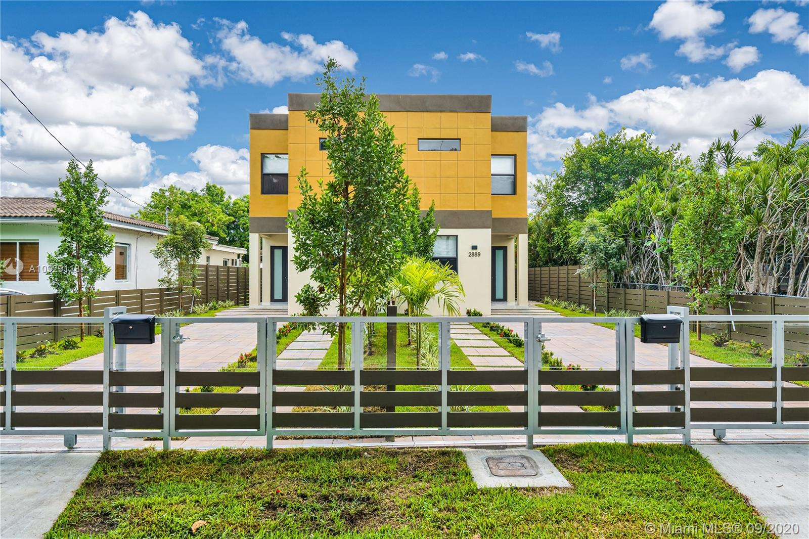 2887 SW 33rd Ave #2887 For Sale A10929118, FL