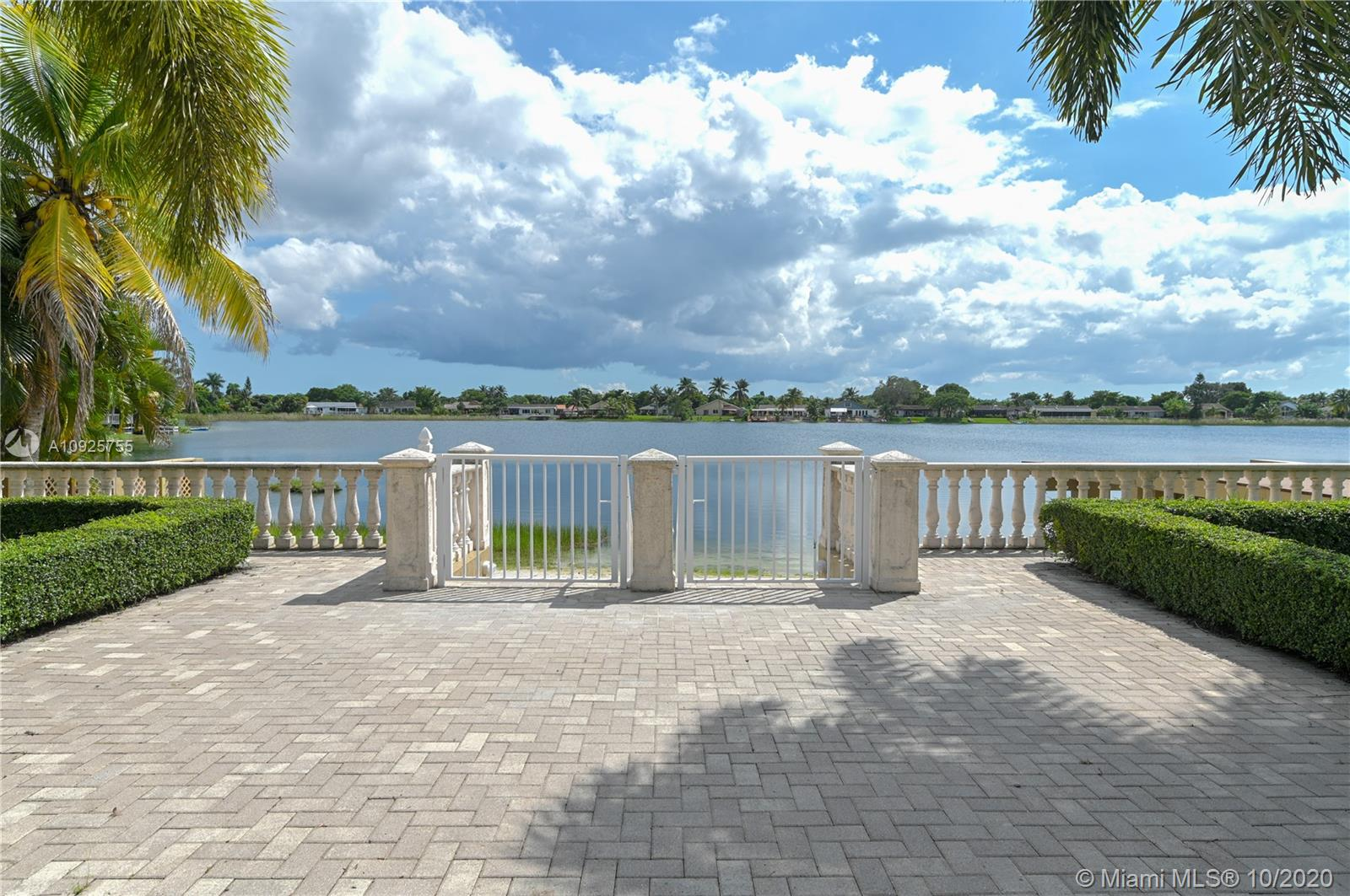 14920 SW 67th Ln  For Sale A10925755, FL