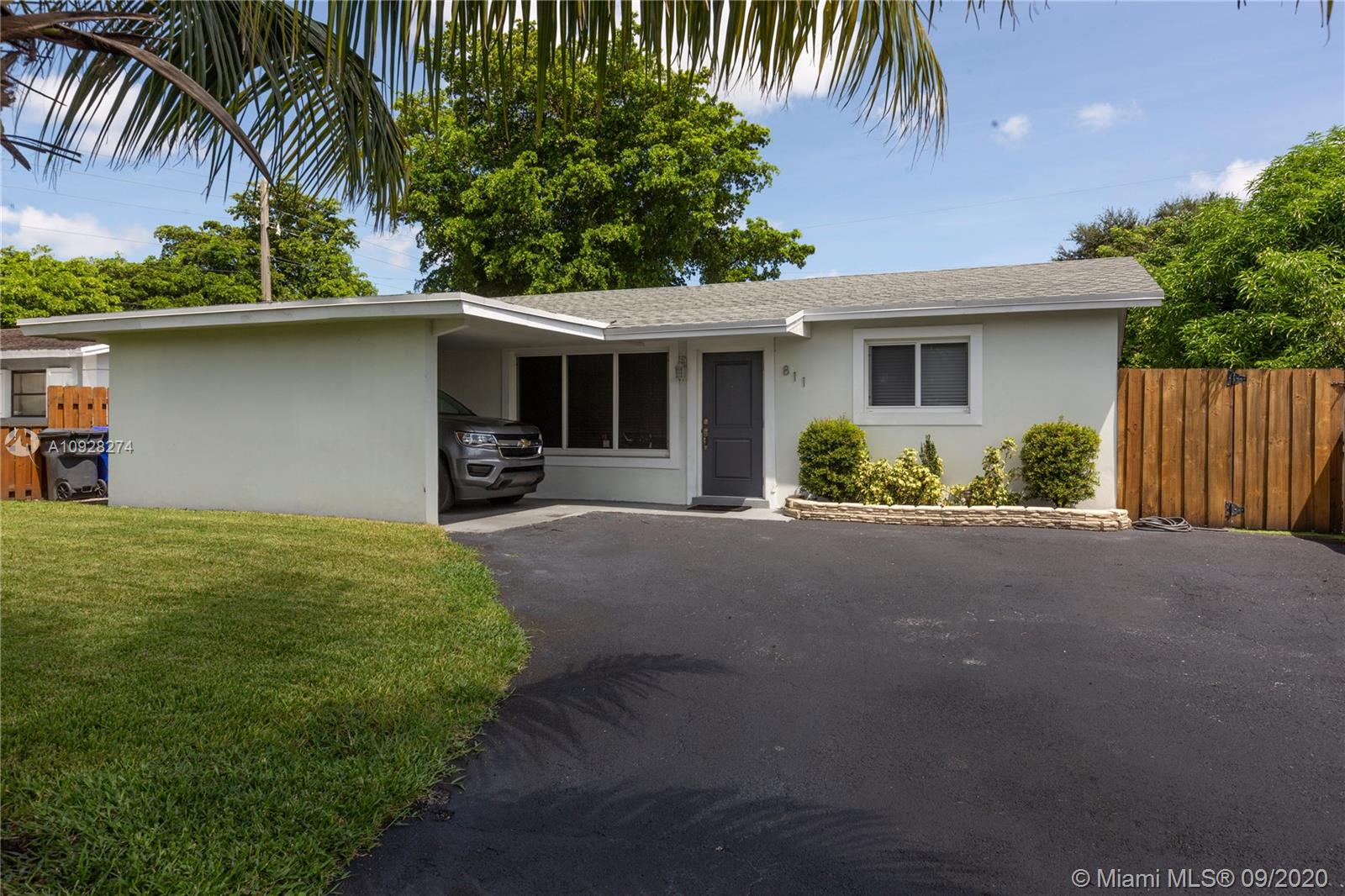 811 N 72nd Ter  For Sale A10928274, FL