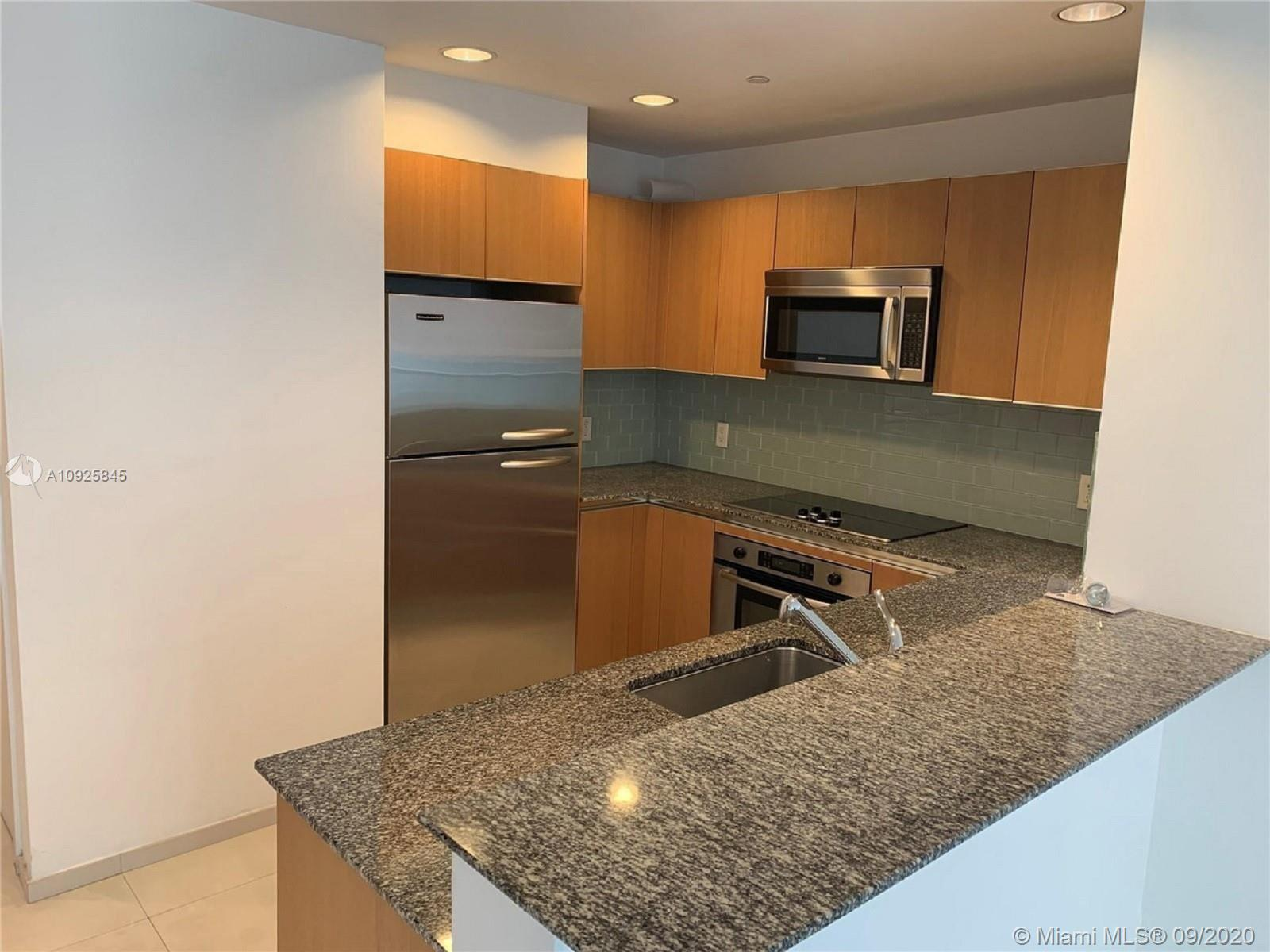Modern Studio with great views located in the most desirable location in the heart of Brickell. Very elegant building with high end amenities, steps away from Mary Brickell and Brickell City Center. Very easy to show!