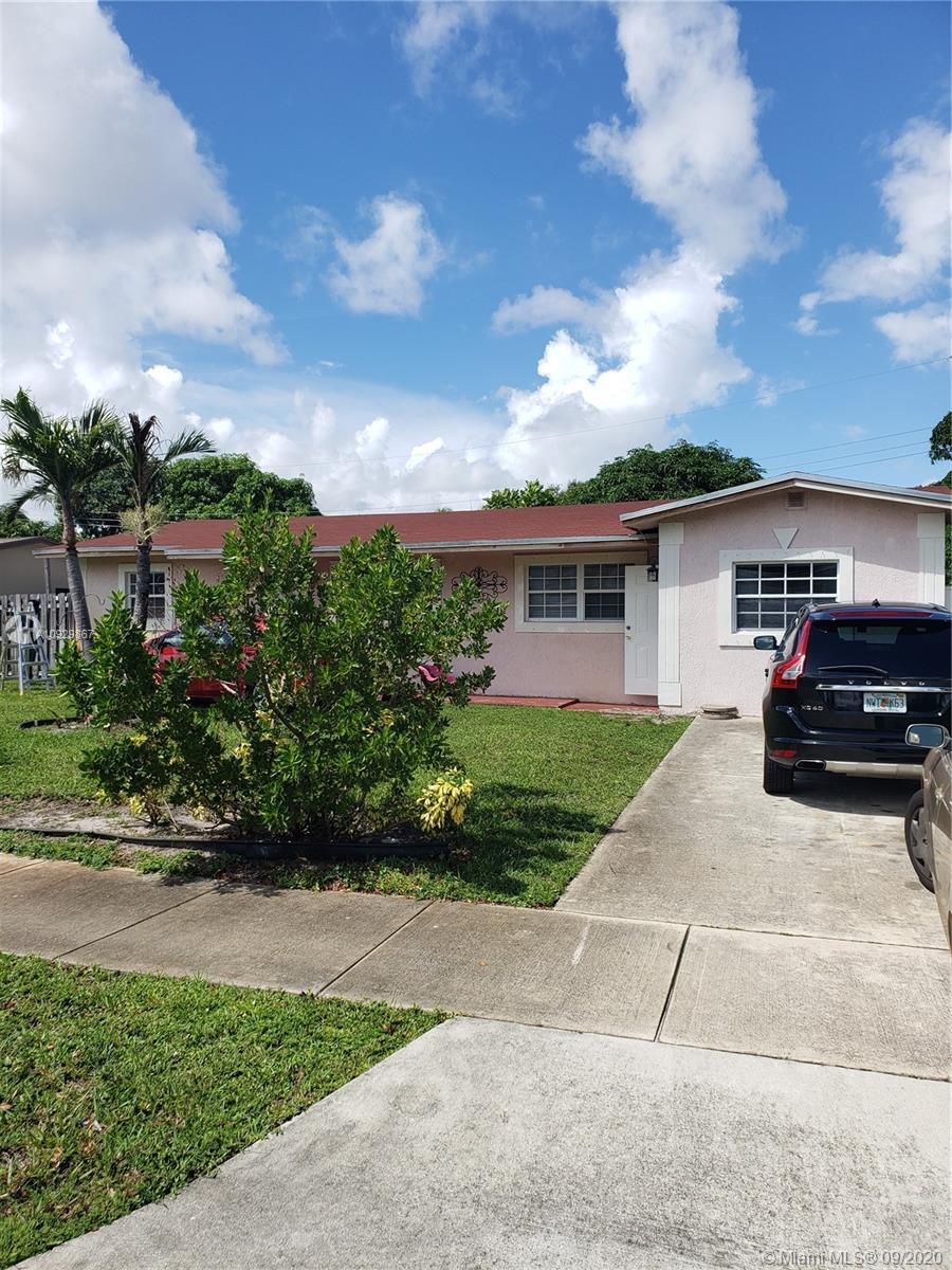 BEAUTIFUL HOME ON PRIVATE LOT EAST OF I-95 AND CLOSE TO BEACHES! FEATURES INCLUDE SPLIT FLOORPLAN. NO HOA! PERFECT FOR FIRST TIME HOME BUYERS.