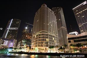 GREAT FOR INVESTORS. LOWEST PRICE IN THE BUILDING. Breathtaking city and direct water views from your very own luxury nest perched on the 22th floor of one of Miami's premiere residential  buildings. Enjoy an upscale, convenient urban lifestyle with all the extras for one of the most reasonably priced units in the building. We are ready to make a deal. SEE BROKERS REMARK
