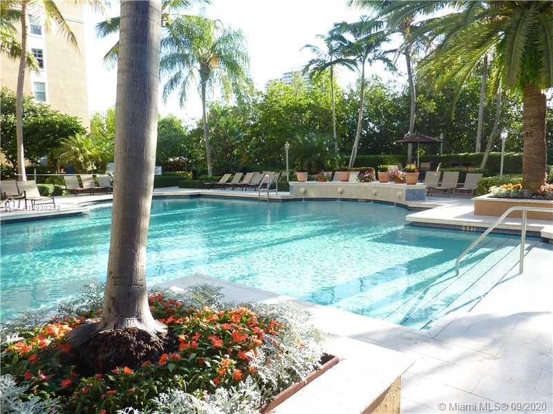 19801 E Country Club Dr #4-601 For Sale A10930252, FL