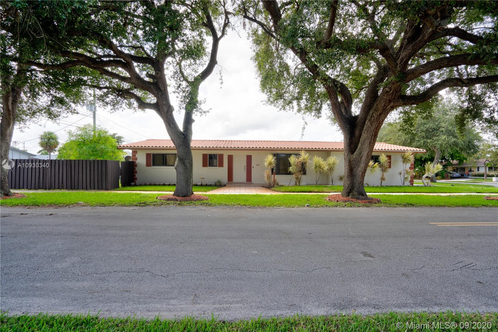 118 N 50th Ave  For Sale A10930340, FL